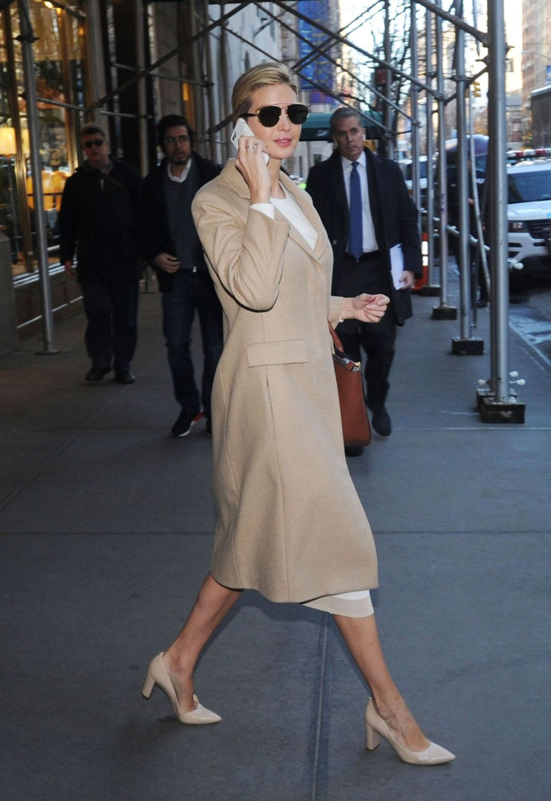 ivanka-trump-heads-to-work-while-on-her-cell-phone-in-new-york-1-12-2017-1